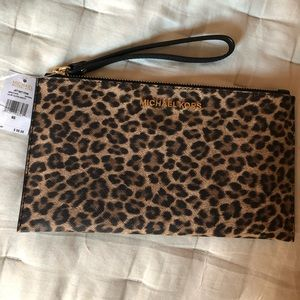 Cheetah wrists wallet ✨